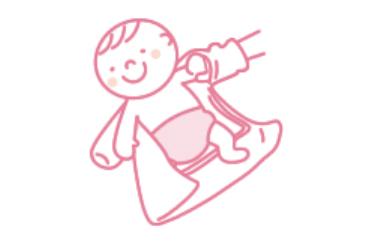 赤ちゃんの手全体をやさしく包むようにして、袖口から出してあげましょう