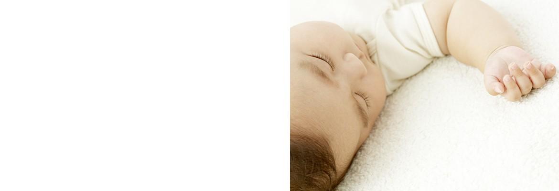 春生まれ赤ちゃんにぴったりの肌着素材とは? (3、4、5月生まれ)