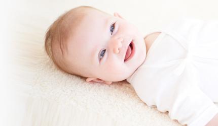 夏生まれ赤ちゃんにぴったりの肌着素材とは?(6、7、8月生まれ)