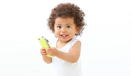 7割のママが「子どものスマホ使用に悩み、不安がある」―― 「子育て×スマホ」アンケート調査