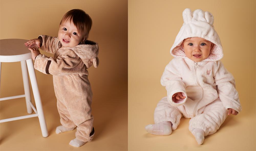 マイクロファーカバーオールを着た赤ちゃん