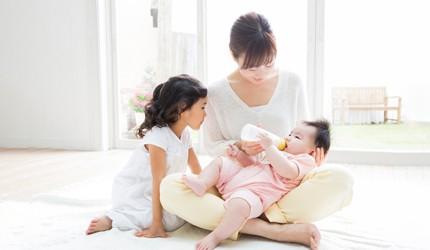 特集「発達心理学からみる赤ちゃんの食事」(前編)親子のコミュニケーションを育むおっぱい、離乳食の与え方