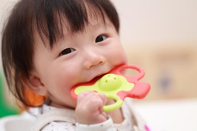 口 白い 中 赤ちゃん の