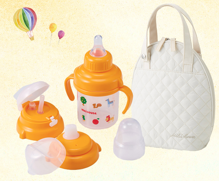 赤ちゃんとのお出かけの際は、水分補給をこまめに。マグと専用のマグポーチがあると安心ですね。