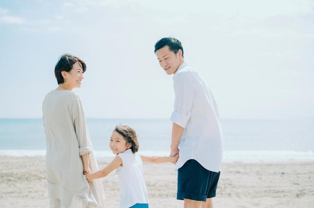海にいる家族