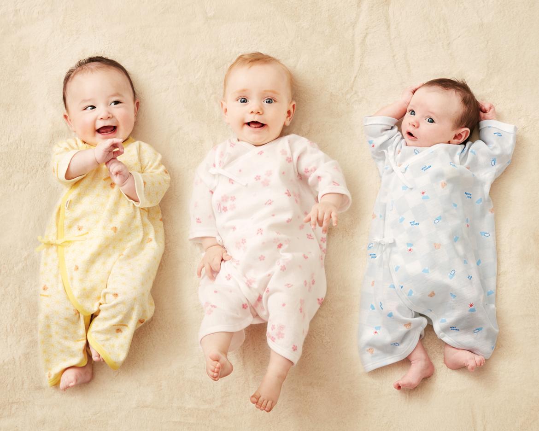 ミキハウスのピュアベールシリーズは、新生児用の肌着から小物・布団カバー、子ども用肌着にシューズなど、ラインナップは多岐にわたります。
