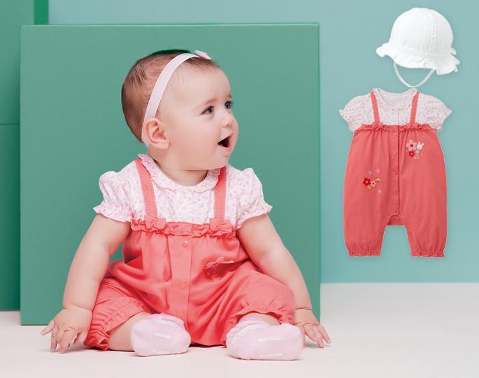 小花柄の半袖Tシャツに、キャミオールを着こなしたようなデザイン。女の子の夏のお出かけが楽しくなりそうですね。