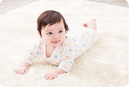 ピュアベール加工を施した肌着を着た赤ちゃん