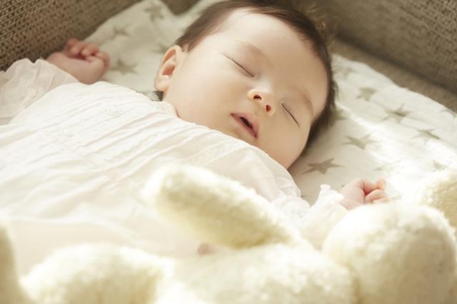 ベビーウエアを出産祝いで用意する場合は、赤ちゃんがどの季節に着るのかを考えて選びましょう。